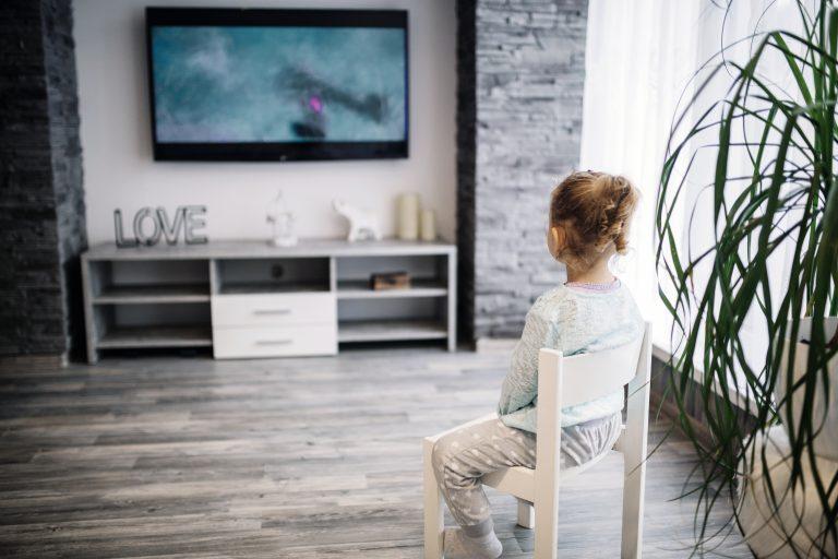 תמונה של סלון עם עיצוב רהיטים בהתאמה אישית