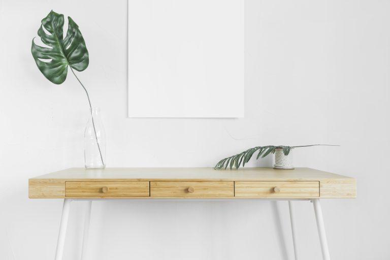 תמונה של רהיטים מעץ מלא