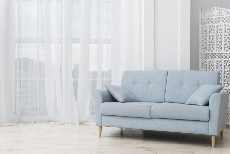 תמונה של ספה בחדר בעיצוב אישי