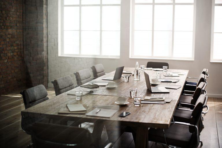 תמונה של חדר ישיבות מעוצב בהתאמה אישית