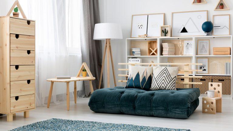 תמונה של חדר עם רהיטים מעוצבים
