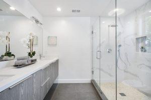 משפצים? כך תבחרו ארונות וכלי סניטריה לחדר האמבטיה החדש שלכם